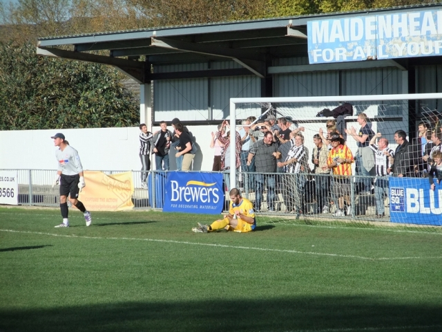 Maidenhead United York Road 07