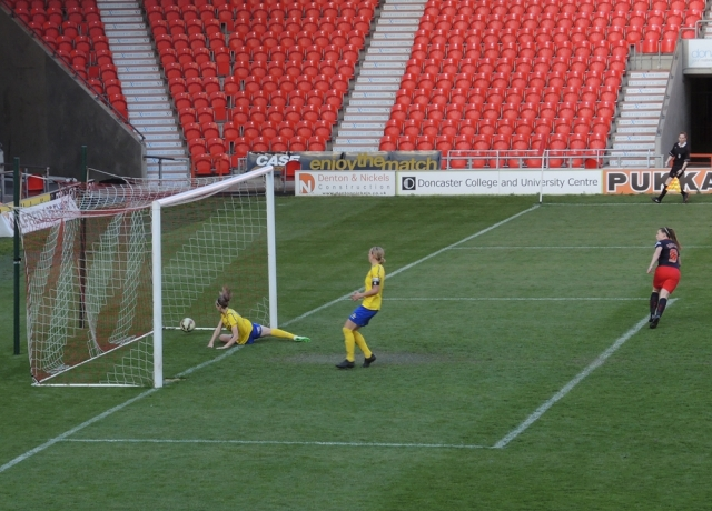Doncaster Belles v Reading 23